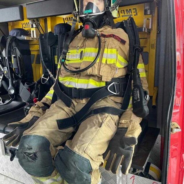 """*** FREIWILLIGE FEUERWEHR RUM ***  Die Resusci Anne QCPR aus dem Hause Laerdal und Koloszar, ist nicht nur perfekt in Bezug auf die Erlernung und Festigung der Herzdruckmassage.  Hier zeigt die Freiwillige Feuerwehr Rum, dass die Resusci Anne auch perfekt im Atemschutzoutfit aussieht. Danke für die Einsendung an die Freiwillige Feuerwehr Rum in Tirol! Wir wünschen euch weiterhin viel Erfolg mit eurem """"Rea Otto""""!  Haben Sie auch Bilder von unseren Produkten in Action? Dann freuen wir uns über Ihre Zusendung!  mit besten Grüßen, Das Team der Koloszar Medizintechnik GmbH  #Lebensretter #feuerwehr #freiwilligefeuerwehr #Laerdal #reanimation #nieohnemeinteam #koloszarmedizintechnik"""